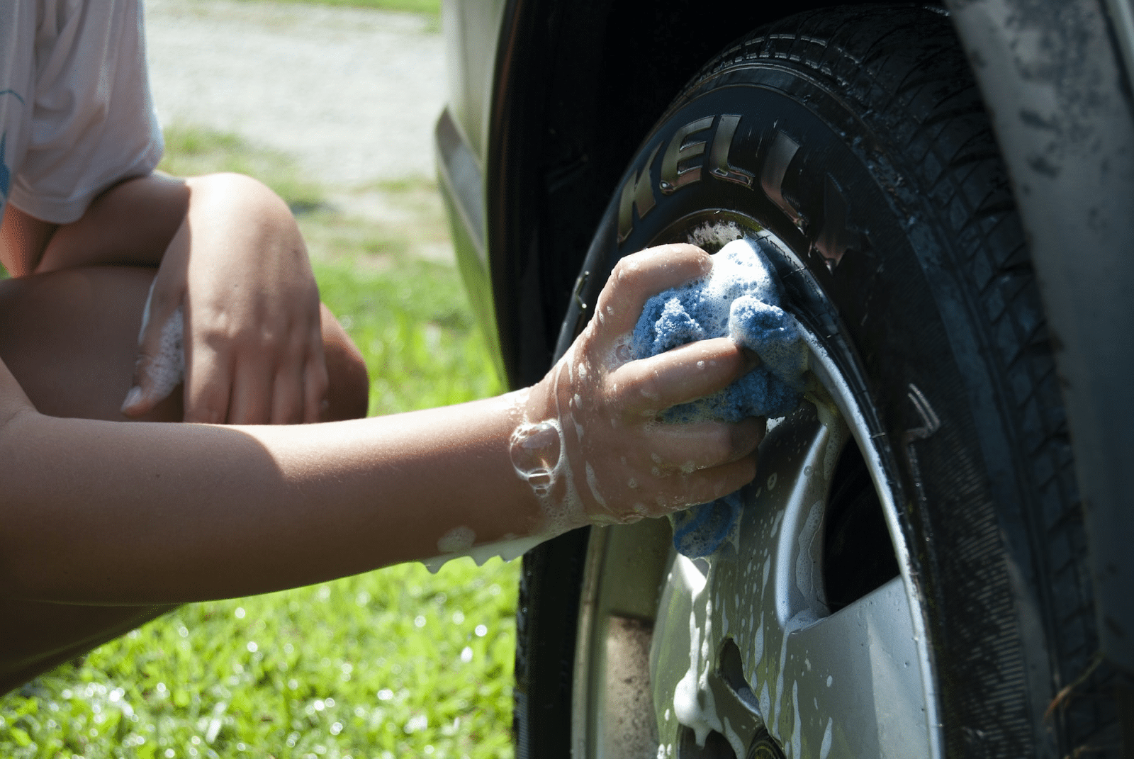 How to clean tires with household products